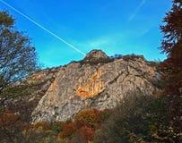 在山上的清楚的天空 免版税库存图片