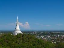 在山上面的塔在Khao Wang宫殿;泰国 库存照片