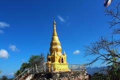 在山上面的泰国寺庙在chiangmai,泰国的 库存图片