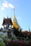 在山上面的泰国寺庙在chiangmai,泰国的 免版税库存照片