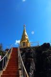 在山上面的泰国寺庙在chiangmai,泰国的 库存照片