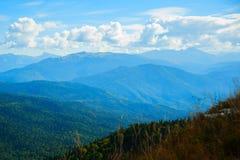在山上面的秋天风景 免版税库存图片