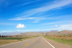 在山中的高速高速公路 免版税库存图片
