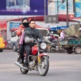 在山叶摩托车,横店,中国的夫妇 库存照片