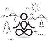 在山和树的瑜伽 免版税库存照片