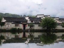 在山和河之间的惠州古老村庄 库存图片