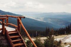 在山喀尔巴汗乌克兰的风景 免版税库存图片