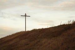 在山坡的十字架 免版税库存照片