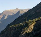 在山坡的塔天线 免版税库存照片