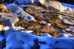 在山坡的熔化的雪 图库摄影