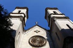 在山墙饰的十字架大教堂 免版税图库摄影