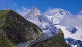 在山大格洛克纳山通行证奥地利的路 库存照片