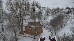 在山孑然基督教宗教冬天风景的小教会教会stolit 股票录像