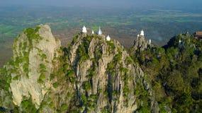 在山寺庙的鸟瞰图 库存图片
