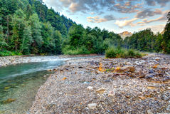 在山小河的早晨光 库存照片