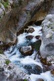 在山峡谷Sapadere的水流量 库存图片