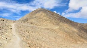 在山巴巴达格足迹的离开的多山风景在Azer 库存图片