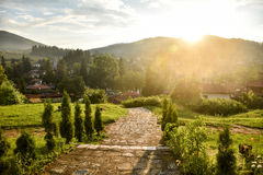 在山村的日落 库存照片