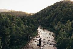 在山河的桥梁 库存图片