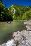 在山河Dunajec的传统小船 免版税库存照片