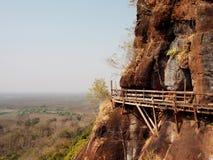 在山泰国的木桥梁 免版税库存照片