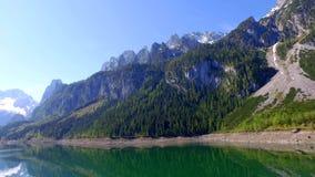 在山湖的惊人的日出在Gosau在阿尔卑斯 股票录像