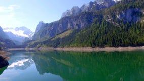在山湖的日出在Gosau,阿尔卑斯 股票录像