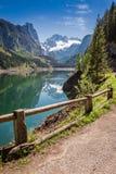在山湖的美好的春天在Gosau,阿尔卑斯,奥地利 免版税库存图片