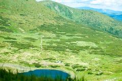 在山的一个晴天 免版税库存照片