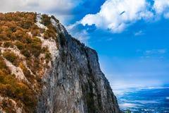 在山的一张面孔 免版税库存图片