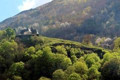 在山的一点城堡 免版税库存照片