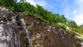 在山的一点瀑布,挪威 库存照片