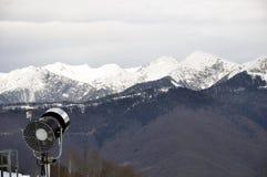 在山的一门雪大炮 库存照片