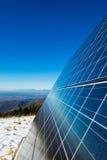 在山的上面的太阳能电池 免版税库存照片