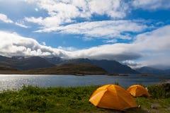 在山的两个旅游帐篷 免版税库存图片