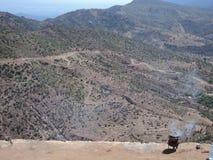 在山的主路 库存图片