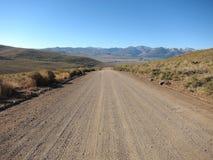 在山的乡下公路,加利福尼亚 库存图片