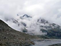 在山的云彩 免版税图库摄影