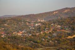 在山的五颜六色的秋天 库存图片