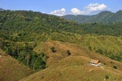 在山的传统小屋在楠府,泰国的北部 免版税库存照片