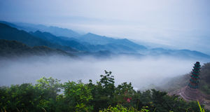 在山的佛教寺庙 免版税图库摄影