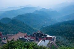 在山的佛教寺庙 免版税库存照片