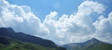 在山的全景视图 库存照片