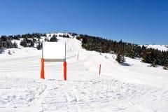 在山的冬天假期 库存照片