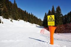 在山的冬天假期 免版税库存图片