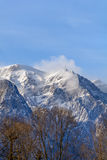 在山的冬天横向 垂直的高山风景 库存图片