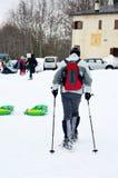 在山的冬天步行 免版税图库摄影
