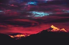 在山的剧烈的日落,秘鲁 免版税库存图片