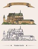 在山的卢森堡Vianden老城堡与在上面的丝带 城堡罗马式和新生建筑学或 免版税库存图片