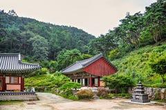 在山的和尚寺庙在韩国 图库摄影